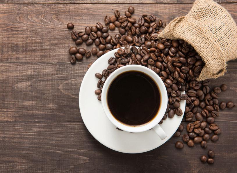 Kawa budzi i stawia na nogi? Tak, po warunkiem, że się wysypiasz! /123RF/PICSEL