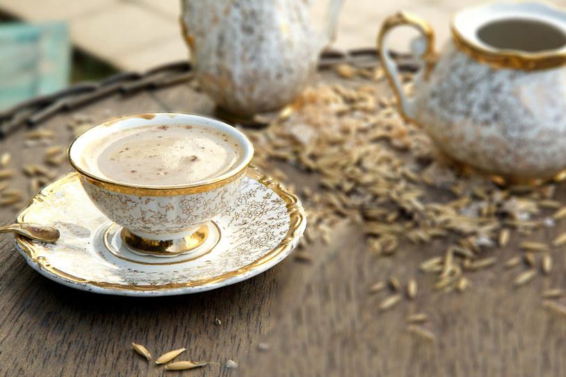 Kawa zbożowa z mlekiem idealna do śniadania /©123RF/PICSEL