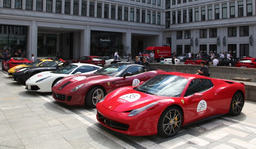 Kawalkada Ferrari w Warszawie /INTERIA.PL