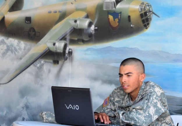 Każda armia świata ma komórki odpowiedzialne za cyberwojnę. Czasami po prostu o tym nie wiemy /AFP