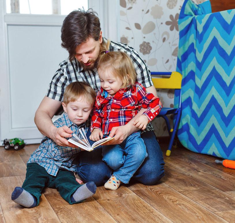 Każda chwila spędzona z dzieckiem jest na wagę złota /©123RF/PICSEL