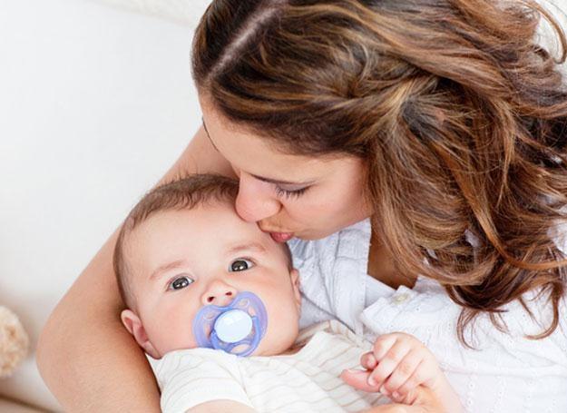 Każda pracująca mama, która w 2011 roku urodzi dziecko, ma prawo do 2 tygodni dodatkowego urlopu /© Panthermedia