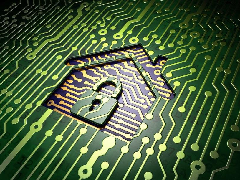"""Każde nowe urządzenie w naszym mieszkaniu to potencjalna """"furtka"""" do przeprowadzenia cyberataku /123RF/PICSEL"""