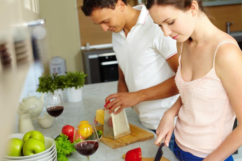 Każdemu zdarzają się w kuchni nieoczekiwane wpadki. Zwykle jednak bardzo łatwo temu zaradzić /©123RF/PICSEL