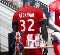 Każdy szanujący się fan PSG chce mieć koszulkę Davida Beckhama