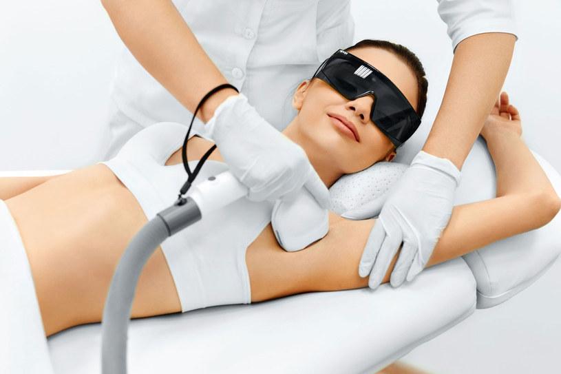 Każdy zabieg konsultuj z lekarzem dermatologiem /Picsel /123RF/PICSEL