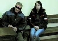 Kazirodca z córką Gretą na sali sądowej. /Super Nowości