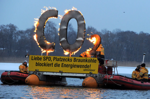 KE domaga się ograniczenia emisji tlenku węgla /PAP/EPA