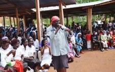 Kenia: Zawieszono księdza katolickiego, który głosił kazania w rytmie rapu