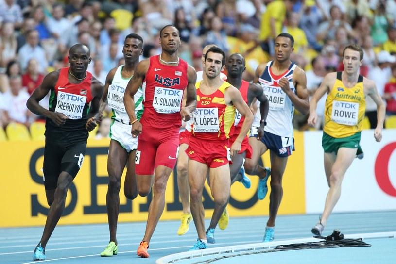 Kenijczyk Ferguson Rotich Cheruiyot (pierwszy z lewej) w biegu półfinałowym na 800 m /AFP