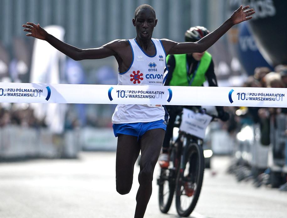 Kenijczyk Limo Kiprop wygrał 10. PZU Półmaratonu Warszawski /Marcin Obara /PAP