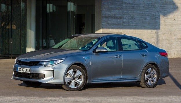 Kia Optima plug-in hybrid /Kia