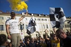 Kibice Juventusu świętują mistrzostwo Włoch. Galeria