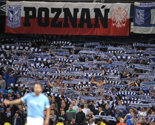 Kibice Lecha Poznań nauczyli nawet fanów Manchesteru City, jak należy dopingować. /AFP