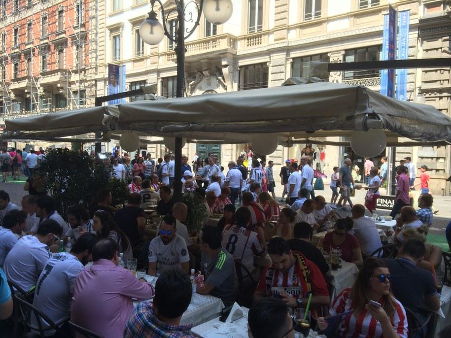 Kibice na ulicach Mediolaniu /Jan Kałucki  /RMF FM