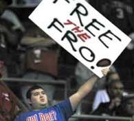 Kibice Pistons domagają się zmiejszenia kary dla Bena Wallace'a /AFP
