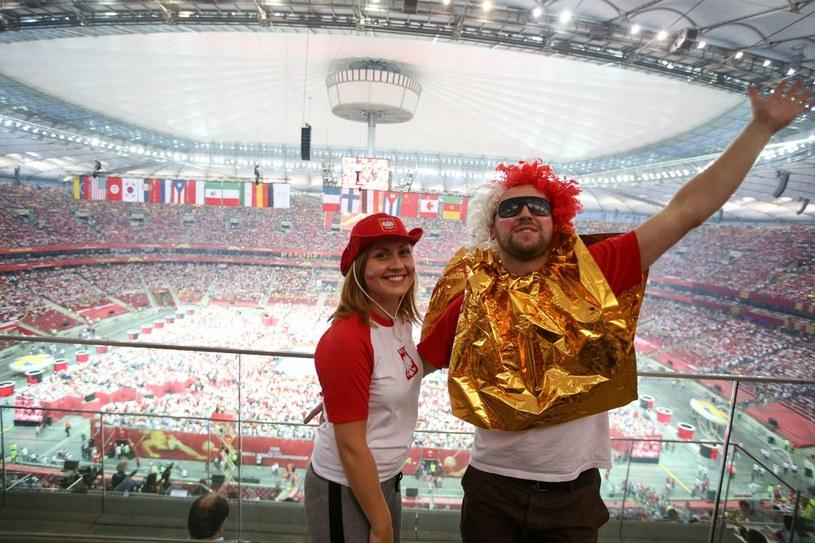 Kibice siatkówki z pewnością nie żałowali wizyty na Narodowym. Czy podobnie powiedzą fani futbolu w sobotni wieczór? /East News