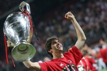 Kibice w Madrycie chcą, aby Kaka w przyszłym roku cieszył się ze zdobycia PE, ale w barwach Realu /AFP