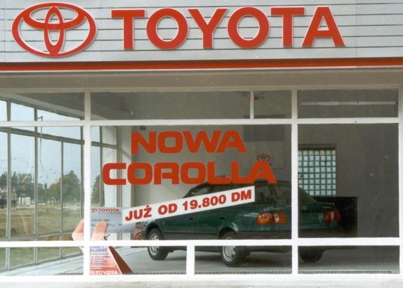 Kiedyś ceny modeli Toyoty były podawane w markach niemieckich /