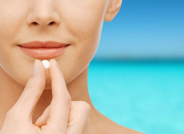Kiedyś wystraczyły wakacje na plaży. Dziś musimy łykać tabletki /©123RF/PICSEL