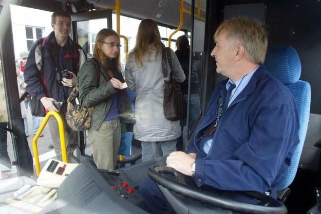 Kierowca autobusu miejskiego ma względnie stałą ilość godzin pracy, fot. Piotr Gajek /Agencja SE/East News