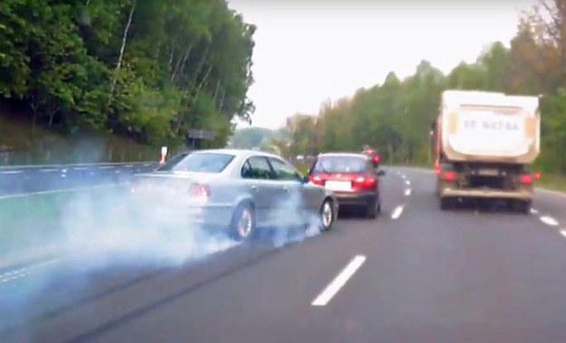 Kierowca BMW cudem zahamował przed Lanosem /