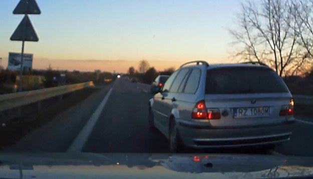 Kierowca BMW zapomniał do czego służą lusterka /