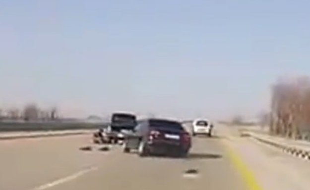 Kierowca BMW zareagował bardzo późno, a do tego bardzo dziwnie /