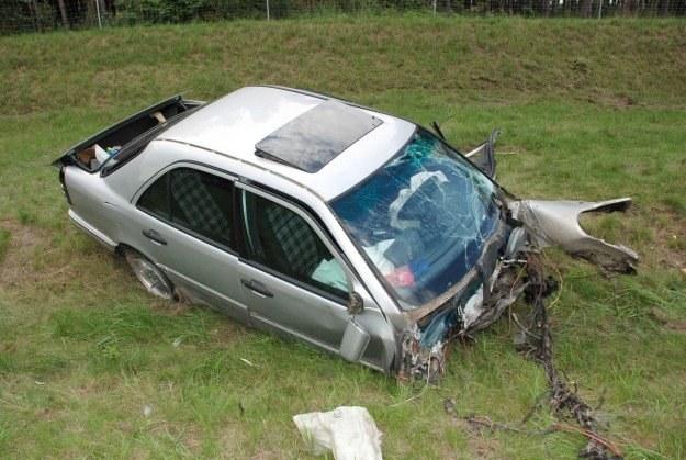 Kierowca mercedesa zginął na miejscu /Policja