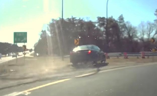 Kierowca Toyoty Camry podczas ucieczki wypadł z drogi /