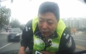 Kierowca uciekał... z policjantem na masce!