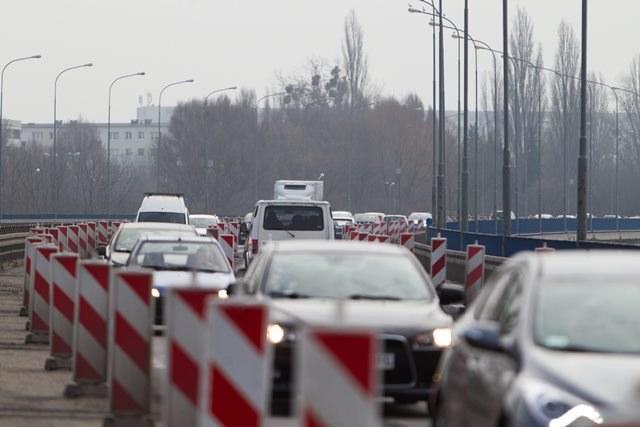 """Kierowców na krajowej """"12"""" czekają utrudnienia /Łukasz Ogrodowczyk /PAP"""