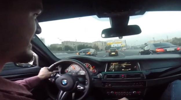 Kierowcy M5 nie przeszkadzał dość gęsty ruch /