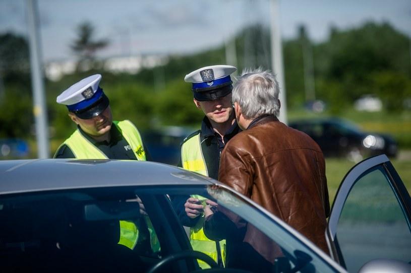 Kierowcy nie zawsze zdają sobie sprawę, że pewne zachowania na drodze są wykroczeniami /Mateusz Ochocki /Reporter