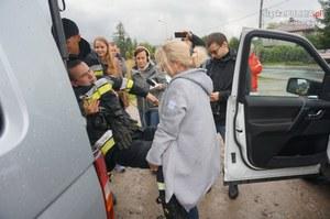 """Kierowcy pomagali straży i nosili """"zwłoki""""! Dałbyś radę?"""
