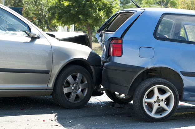 Kierujący samochodem audi wyprzedzał w miejscu zabronionym/ Zdjęcie ilustracyjne /123/RF PICSEL