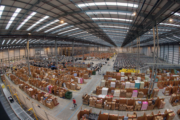 Kilka tysięcy Polaków znajdzie pracę w magazynach Amazona pod Poznaniem i Wrocławiem /Oli Scarff /Getty Images
