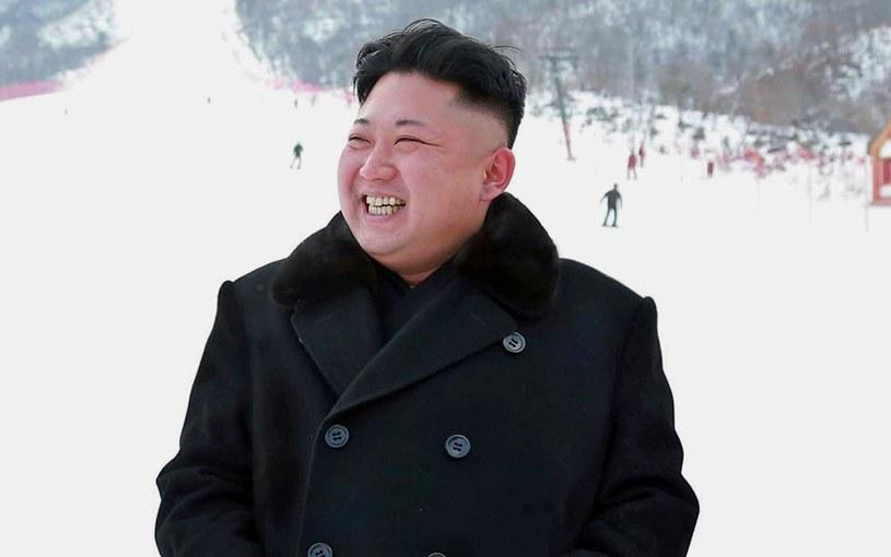 """Kim Dzong Un """"lubi, gdy ludzie wokół niego są szczęśliwi"""" /AFP"""