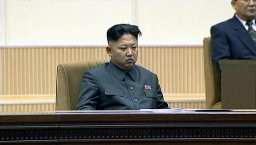 Kim Dzong Un podczas centralnych uroczystości w Pjongjangu /PAP/EPA