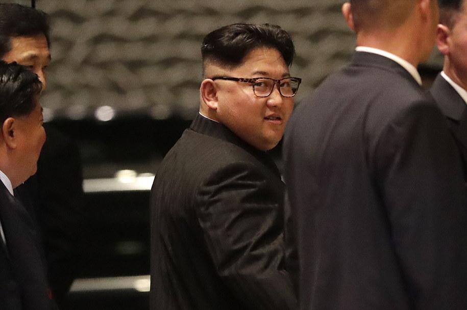 Kim Dzong Un podczas wizyty w Singapurze /PAP/EPA