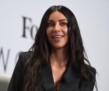 Kim Kardashian prezentuje wdzięki na plaży