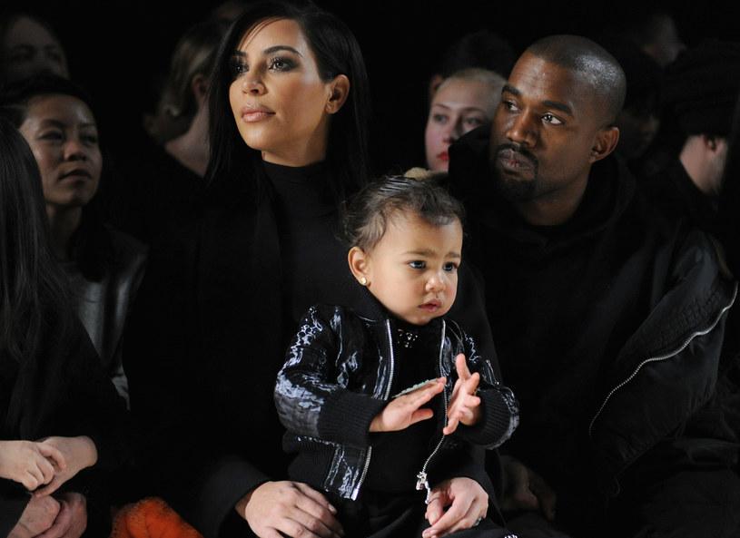 Kim Kardashian z mężem i córką /Getty Images