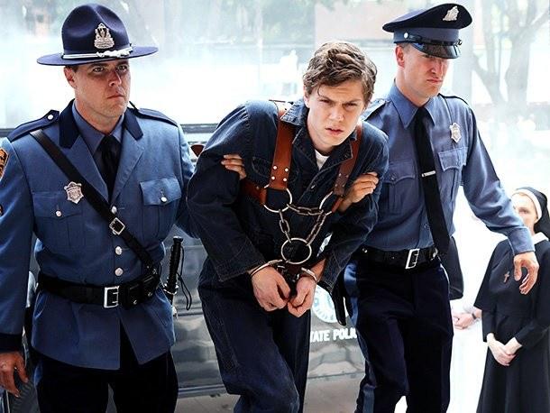 Kit Walker (Evan Peters), seryjny morderca, trafia do Briarcliff pod opiekę siostry Jude, która zamierza zawrócić ze złej drogi. (TV Puls, od środy 4.03, godz.: 0.10) /materiały prasowe