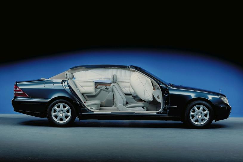 """Klasa S W200 słynie z usterkowości i kosztuje dziś """"grosze"""". Jestem jednak bardzo bezpiecznym samochodem /"""