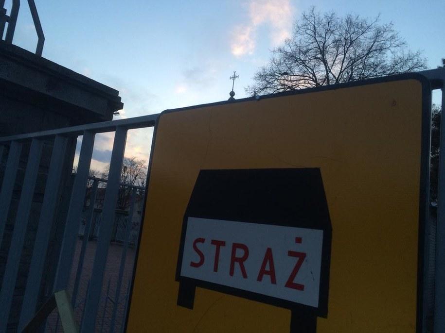 Klasztor i wjazd do siedziby Ochotnicze Straży Pożarnej w Niepokalanowie /Michał Dobrołowicz /RMF FM