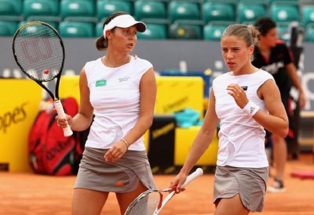 Klaudia Jans (z lewej) i Alicja Rosolska odpadły z turnieju w Indian Wells /PAP/EPA