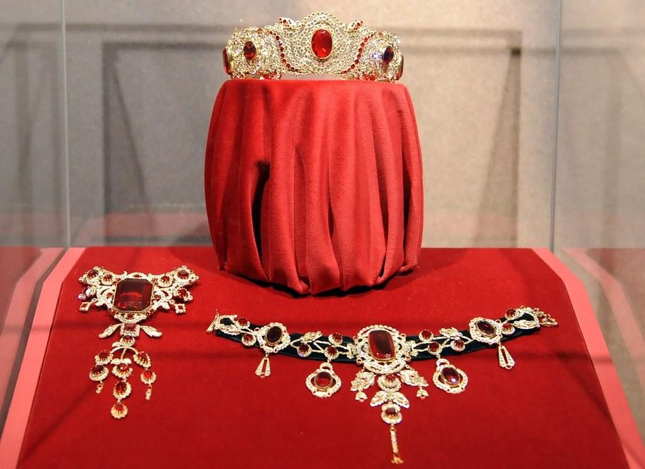 Klejnoty z rubinami należące do Sisi /Britta Pedersen  /PAP