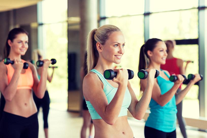 Kluby fitness cieszą się dużą popularnością /123RF/PICSEL