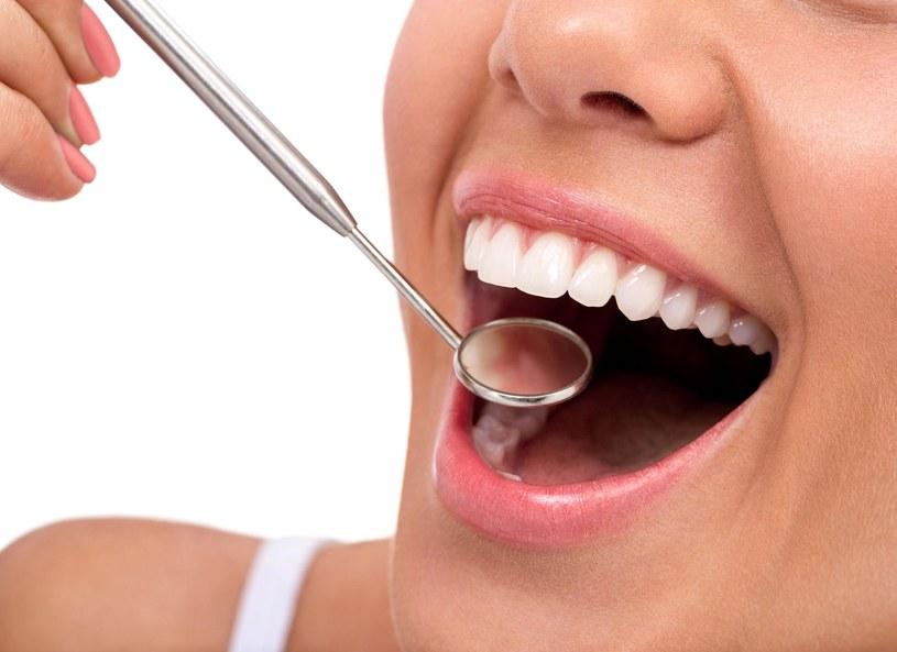 Kluczowa w utrzymaniu zdrowia szkliwa i dziąseł jest codzienna dieta /Picsel /©123RF/PICSEL