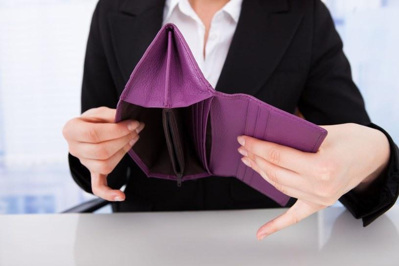 Kluczowe informacje o warunkach pożyczki są przedstawiane małą czcionką. /123/RF PICSEL